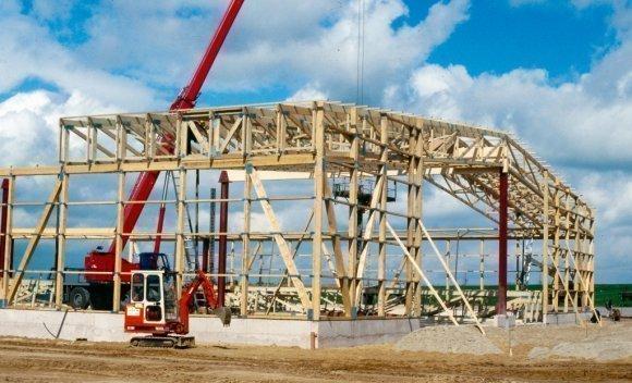 Bau einer Produktionshalle in Burg in Holzskelettbauweise