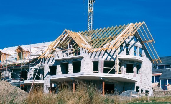 Einfamilienhaus mit Dachkonstruktion von SCHNOOR in Stuttgart