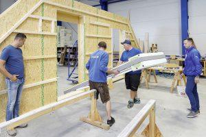 Wetterunabhängig: Einbau von Fenstern und Türen beim Bauelemente-Hersteller
